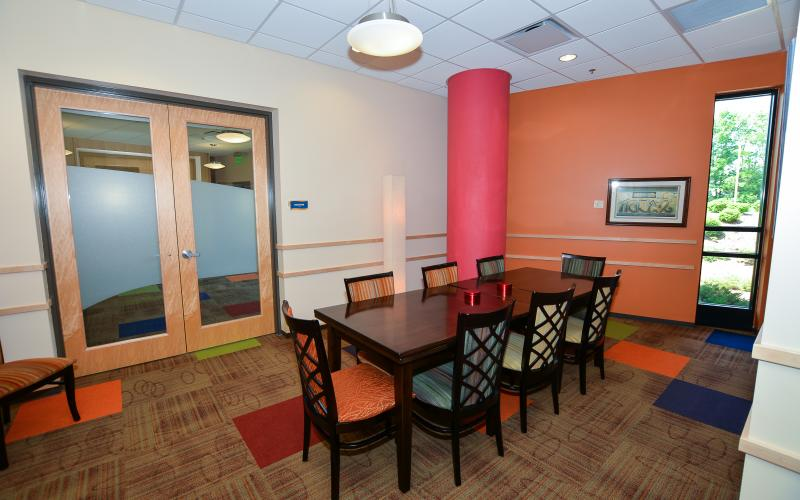 ENGAGE is a casual meeting space that can accommodate groups of no more than 12 people. This casual room is equipped with a wall-mounted television to present with and can be reserved for free if booked within a 2 week timeframe.