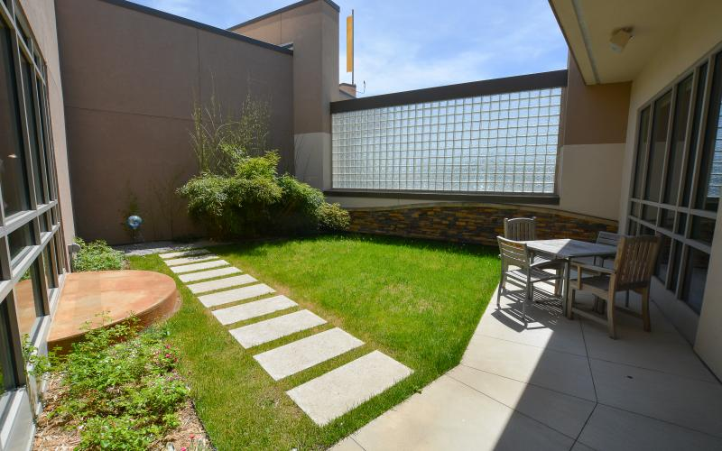 REFLECT is the smaller of our two courtyards. Enjoy casual seating for lunch, or reading. This courtyard is located adjacent to, and accessible from, DISCOVER.