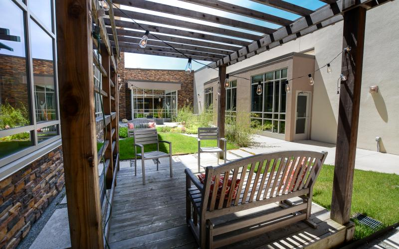 PONDER is the largest of our two courtyards. Enjoy casual seating and conversation under the pergola or lunch at our bistro tables.